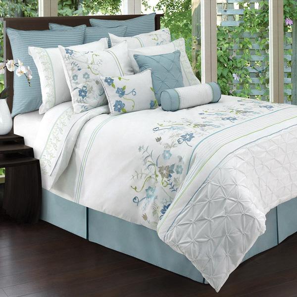 8 Trendy Bed Linens in Florals – Bedroom Linen